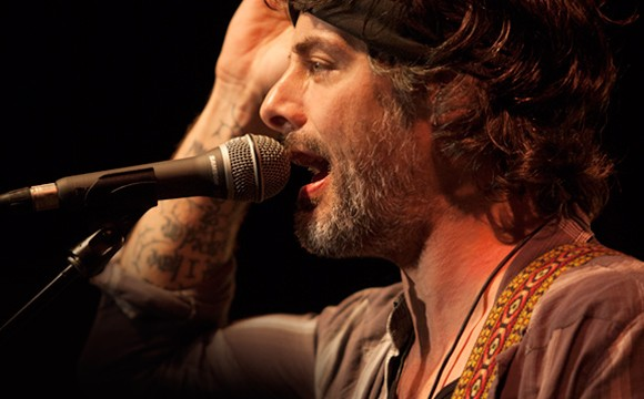 Winery Dogs singer uses Samson Microphones