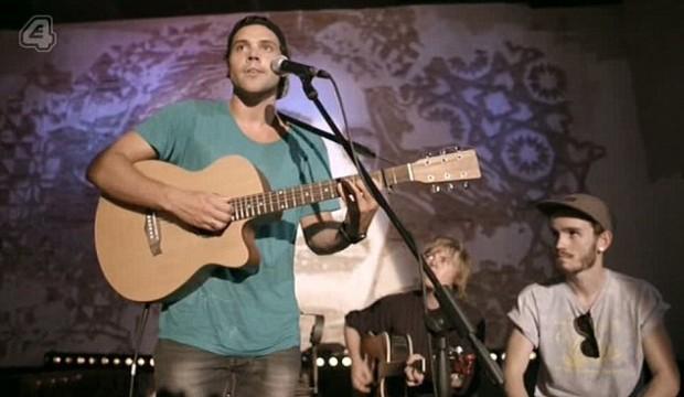 Andy Jordan sings