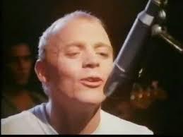 Singer dies
